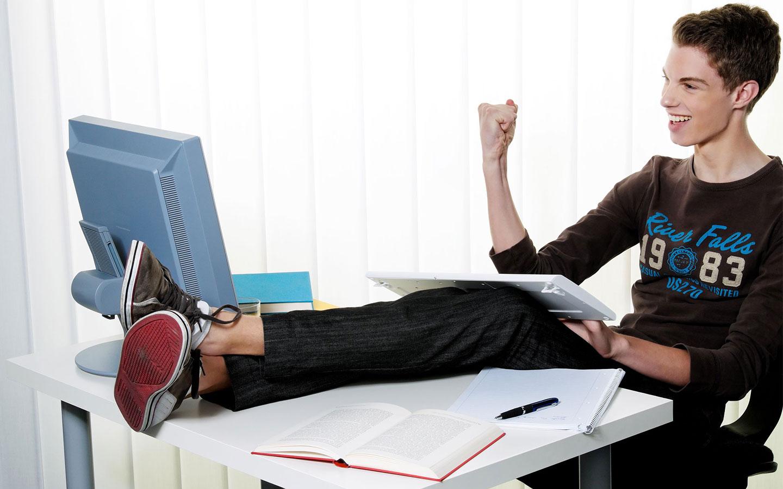 Bild Jugendlicher am PC